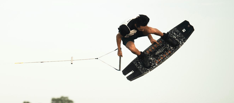 liquid-force-pulse-4d-wakeboard-bindung-action