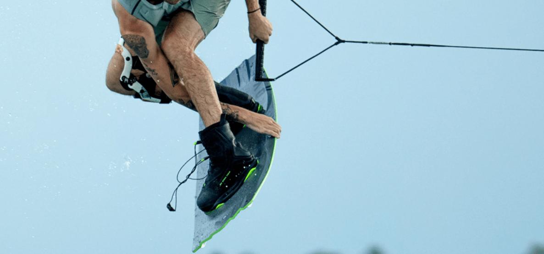 ronix-rxt-wakeboard-bindung-2021-action