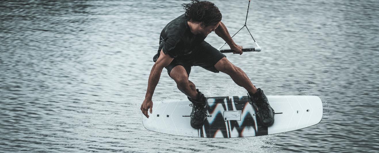 liquid-force-idol-4d-wakeboard-bindung