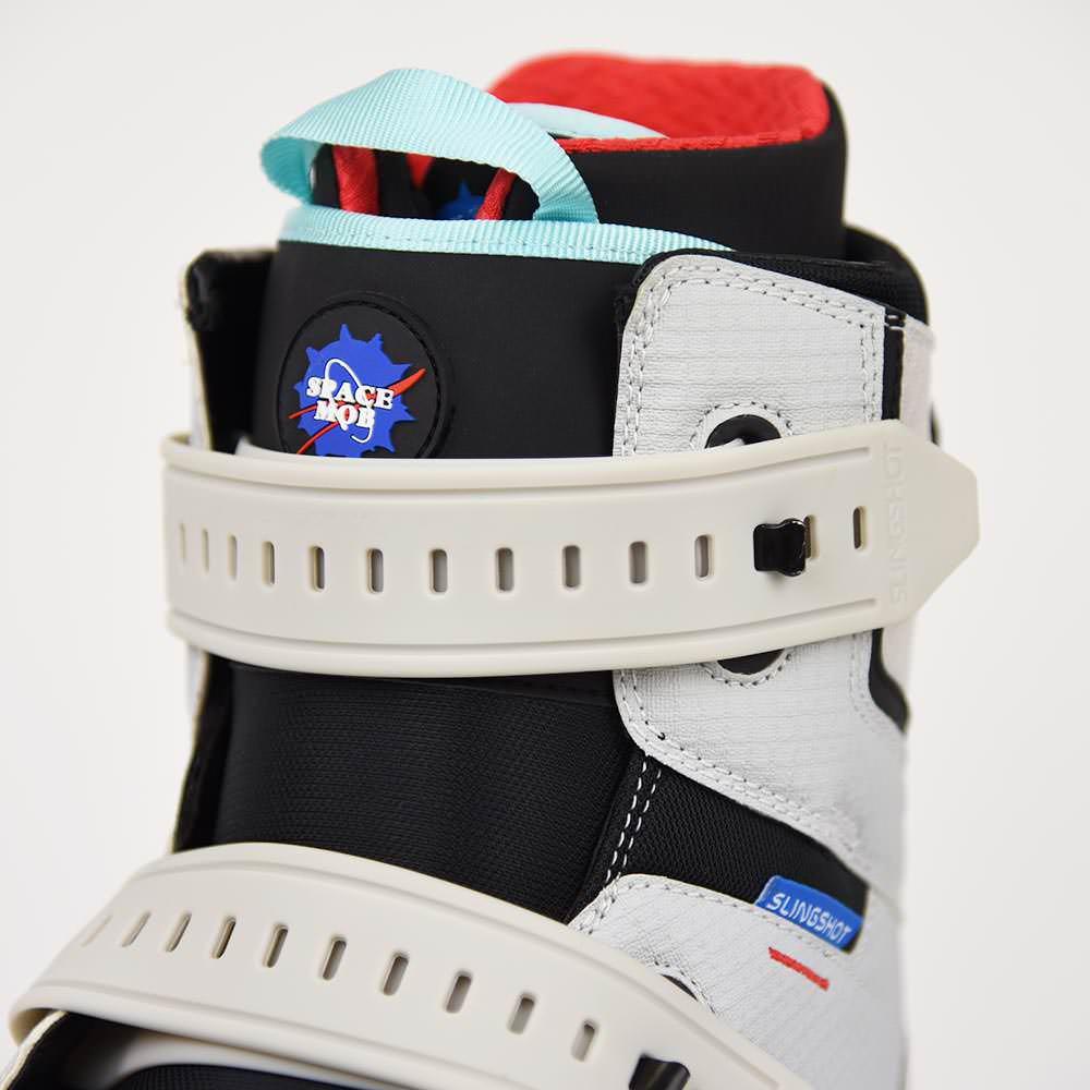 2020_Space_mob_detail_gummy_strap_closure