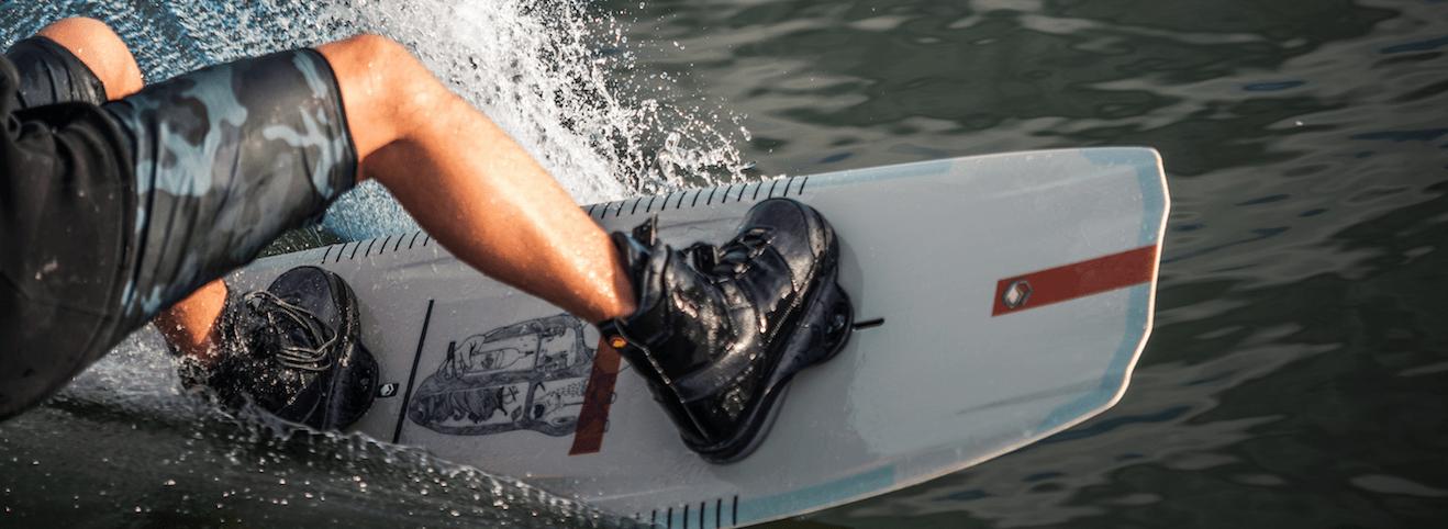 liquid-force-peak-6x-wakeboard-bindung-action